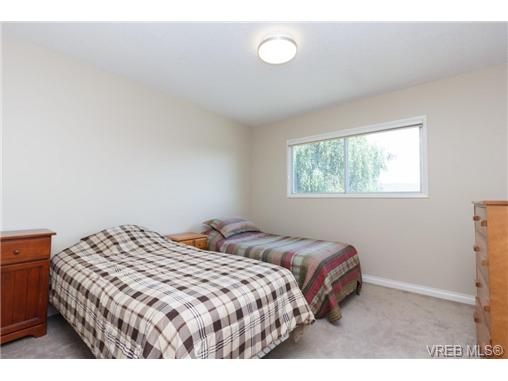 Photo 9: 1441 Ocean View Road in VICTORIA: SE Cedar Hill Single Family Detached for sale (Saanich East)  : MLS(r) # 355027