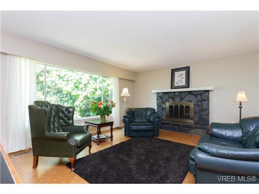 Photo 5: 1441 Ocean View Road in VICTORIA: SE Cedar Hill Single Family Detached for sale (Saanich East)  : MLS(r) # 355027