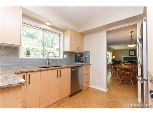 Photo 3: 1441 Ocean View Road in VICTORIA: SE Cedar Hill Single Family Detached for sale (Saanich East)  : MLS(r) # 355027