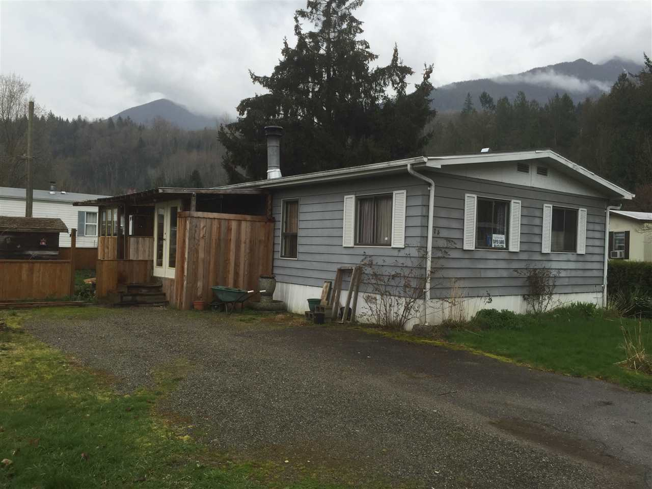 "Main Photo: 75 3942 COLUMBIA VALLEY Road: Cultus Lake Manufactured Home for sale in ""CULTUS LAKE"" : MLS®# R2022204"