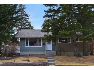 Main Photo: 3235 BEARSPAW Drive NW in Calgary: Brentwood House for sale : MLS® # C4053650