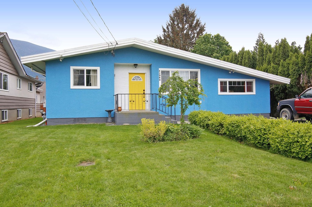"Main Photo: 41960 KIRK Avenue: Yarrow House for sale in ""Yarrow"" : MLS® # R2061650"