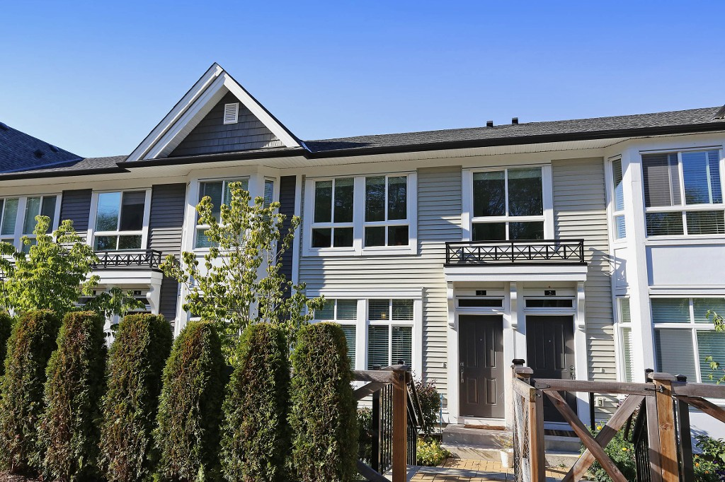 "Main Photo: 3 14433 60 Avenue in Surrey: Sullivan Station Townhouse for sale in ""Brixton"" : MLS® # R2103525"