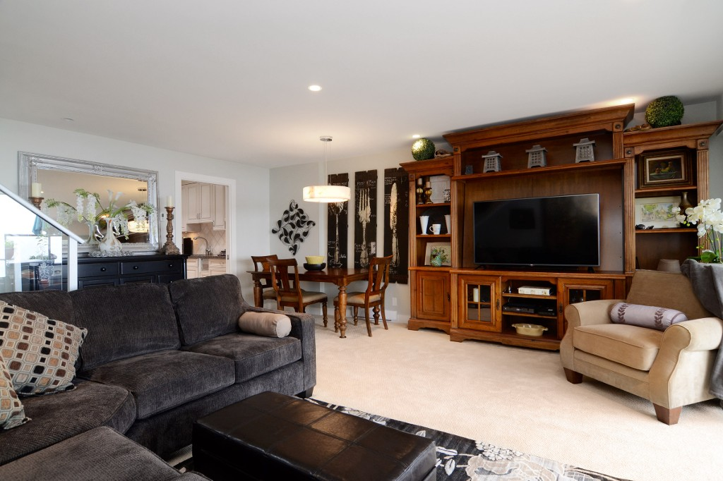 "Photo 5: 44 2242 FOLKESTONE Way in West Vancouver: Panorama Village Condo for sale in ""Panorama Village"" : MLS(r) # R2129200"
