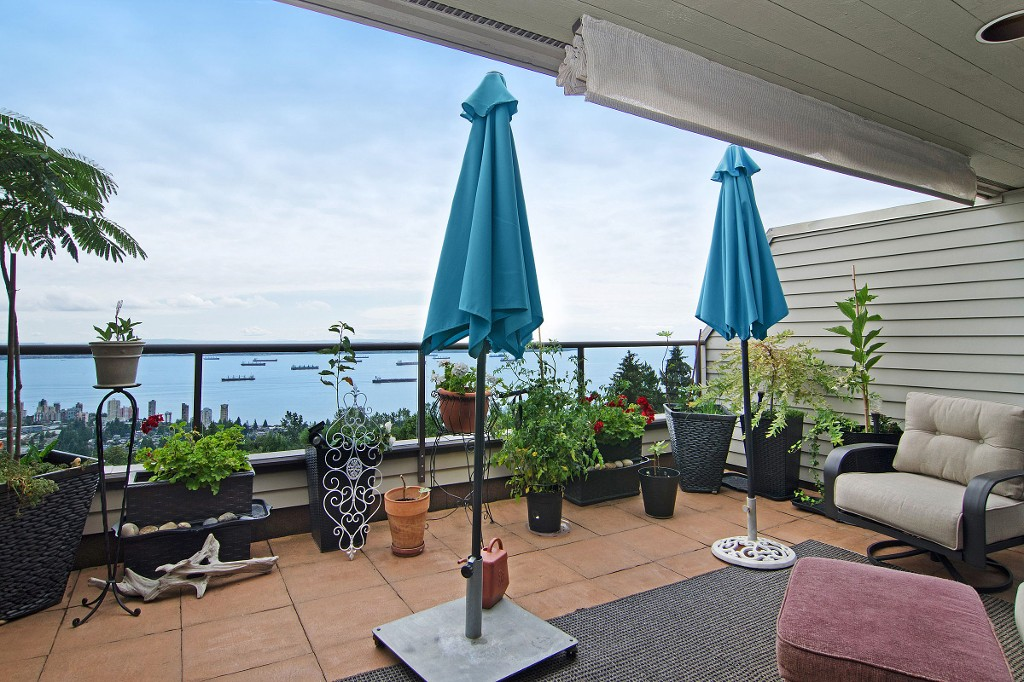 "Photo 2: 44 2242 FOLKESTONE Way in West Vancouver: Panorama Village Condo for sale in ""Panorama Village"" : MLS(r) # R2129200"