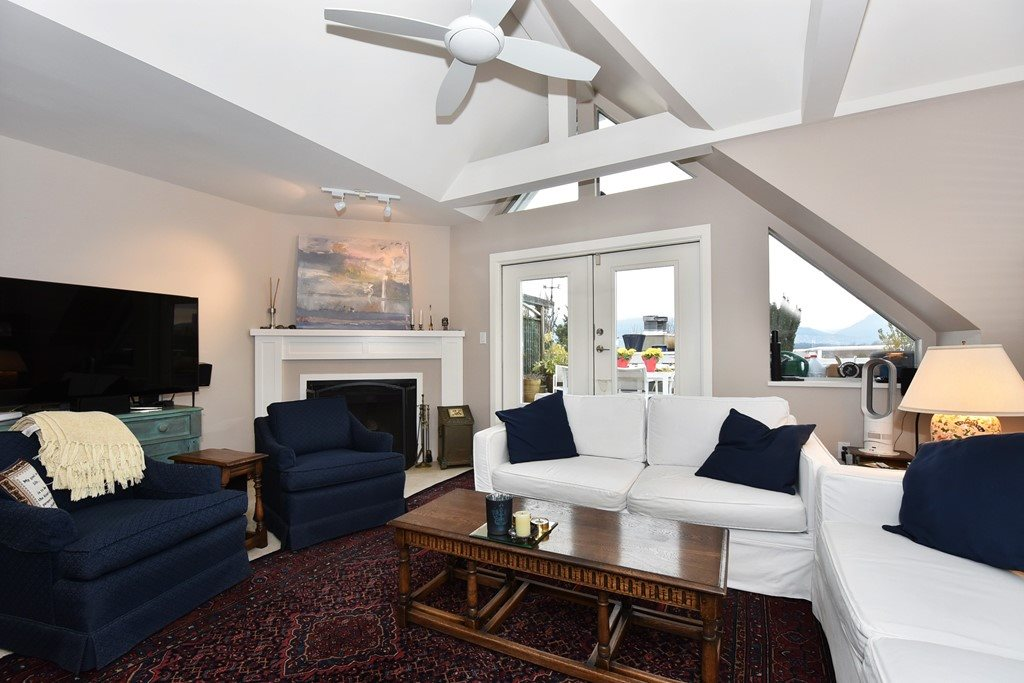 Photo 3: 402 1665 ARBUTUS Street in Vancouver: Kitsilano Condo for sale (Vancouver West)  : MLS(r) # R2134483