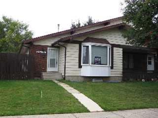 Main Photo: 16516 115 Street in Edmonton: Zone 27 House Half Duplex for sale : MLS(r) # E4049353