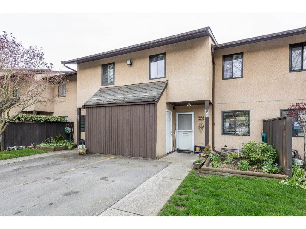 "Main Photo: 25 20307 53 Avenue in Langley: Langley City Townhouse for sale in ""MCMILLAN PLACE"" : MLS® # R2157789"