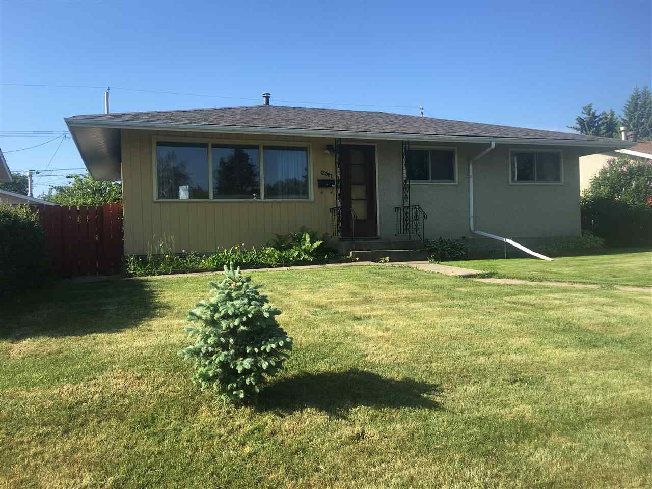 Main Photo: 12507 136 Avenue in Edmonton: Zone 01 House for sale : MLS(r) # E4061140