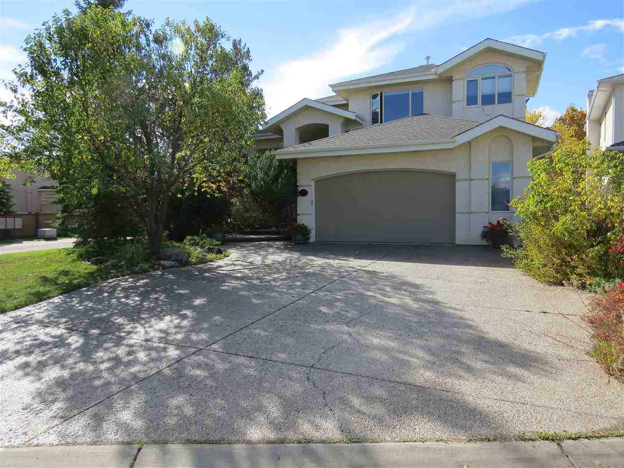 Main Photo: 716 BUTTERWORTH Drive in Edmonton: Zone 14 House for sale : MLS(r) # E4062703