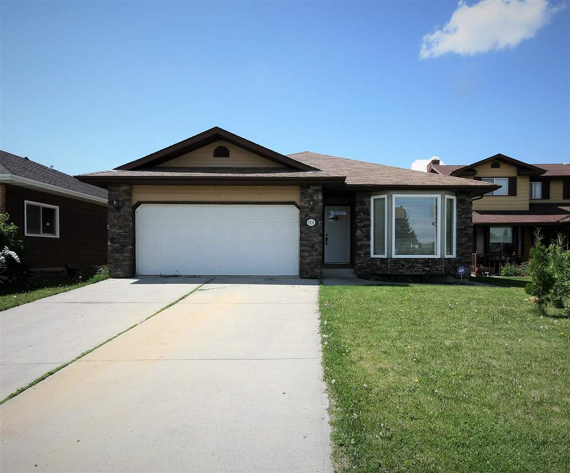 Main Photo: 9316 177A Street in Edmonton: Zone 20 House for sale : MLS(r) # E4067088