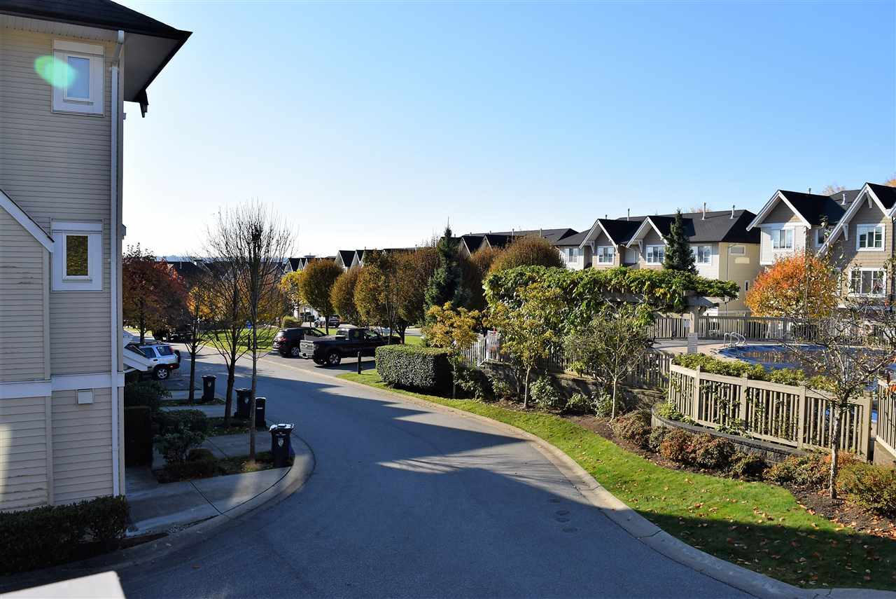 "Photo 16: Photos: 1 20560 66 Avenue in Langley: Willoughby Heights Townhouse for sale in ""Amberleigh 2"" : MLS® # R2219692"
