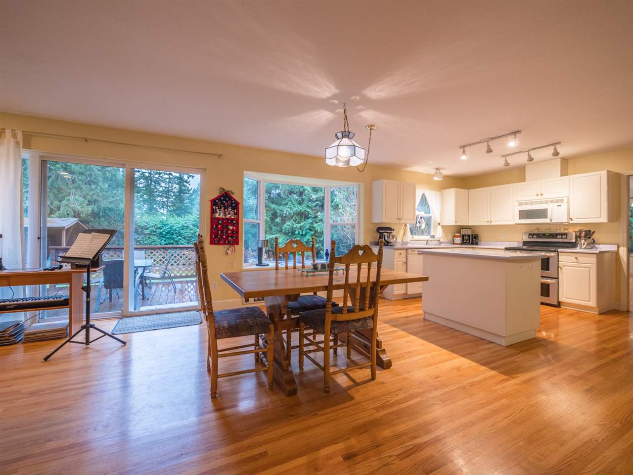 "Photo 4: Photos: 8130 CEDARWOOD Road in Halfmoon Bay: Halfmn Bay Secret Cv Redroofs House for sale in ""WELCOME WOODS"" (Sunshine Coast)  : MLS®# R2228689"