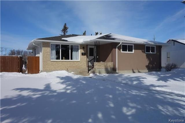 Main Photo: 21 Carberry Crescent in Winnipeg: Crestview Residential for sale (5H)  : MLS®# 1804924