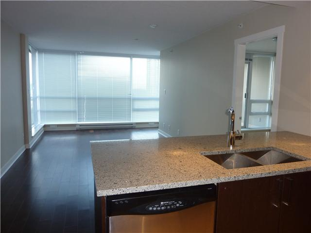 Photo 2: 2704 2978 GLEN Drive in Coquitlam: North Coquitlam Condo for sale : MLS® # V902241