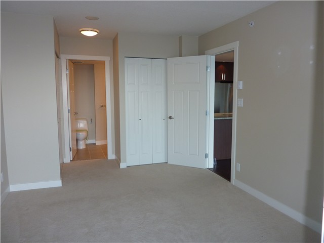 Photo 3: 2704 2978 GLEN Drive in Coquitlam: North Coquitlam Condo for sale : MLS® # V902241