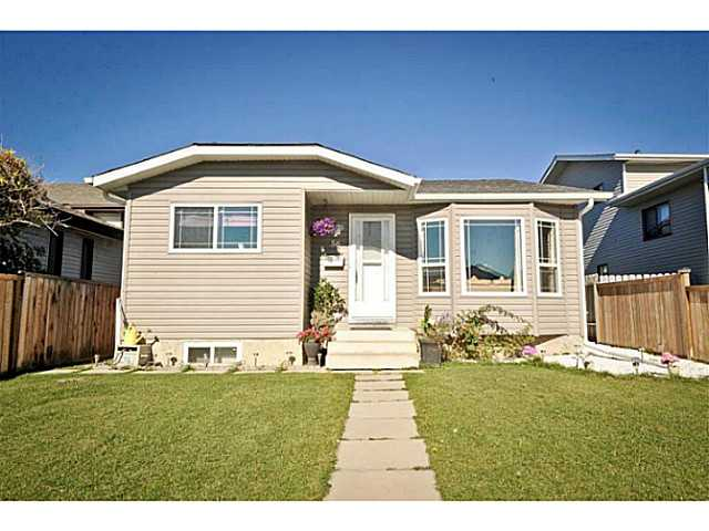 Main Photo: 56 WHITWORTH Road NE in Calgary: Whitehorn Residential Detached Single Family for sale : MLS® # C3638503