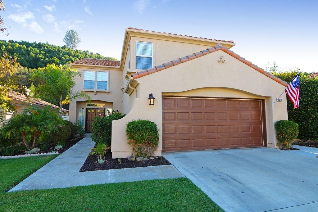 Main Photo: EAST ESCONDIDO House for sale : 5 bedrooms : 2329 fallbrook in Escondido
