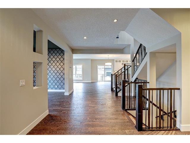 Photo 5: 71 ASPEN CLIFF Close SW in Calgary: Aspen Woods House for sale : MLS(r) # C4013616