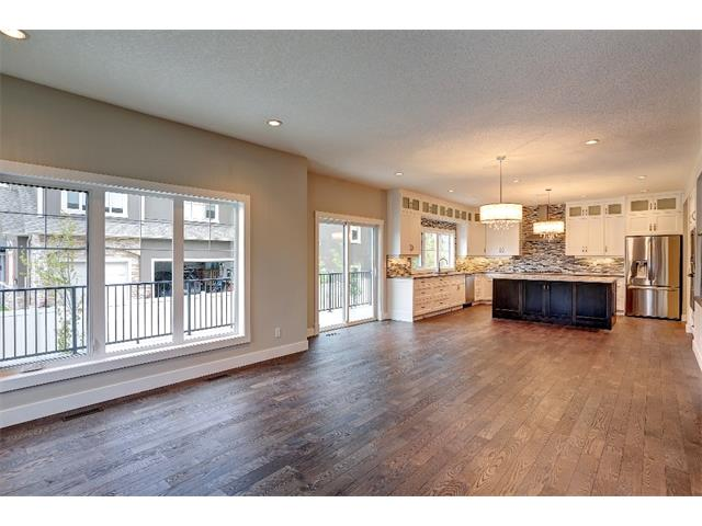 Photo 10: 71 ASPEN CLIFF Close SW in Calgary: Aspen Woods House for sale : MLS® # C4013616