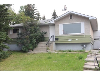 Main Photo: 6711 BOWWOOD Drive NW in Calgary: Bowness House for sale : MLS® # C4030171