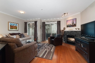 "Main Photo: 13 222 E 5TH Street in North Vancouver: Lower Lonsdale Townhouse for sale in ""BURHAM COURT"" : MLS® # R2041998"