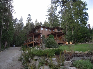 Main Photo: 5447 WAKEFIELD Road in Sechelt: Sechelt District House for sale (Sunshine Coast)  : MLS® # R2047962
