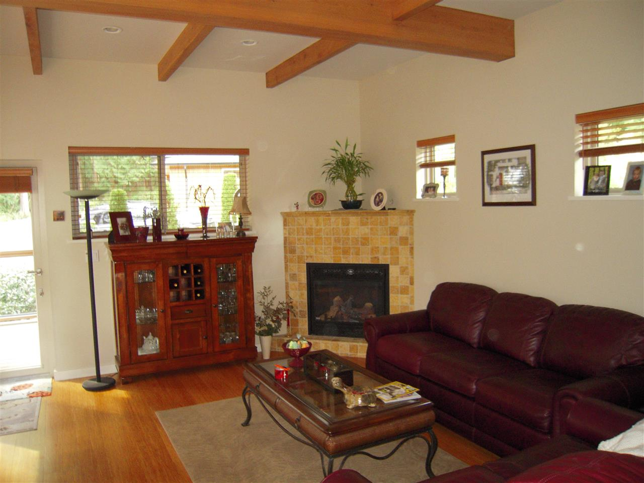 Photo 3: 5447 WAKEFIELD Road in Sechelt: Sechelt District House for sale (Sunshine Coast)  : MLS® # R2047962