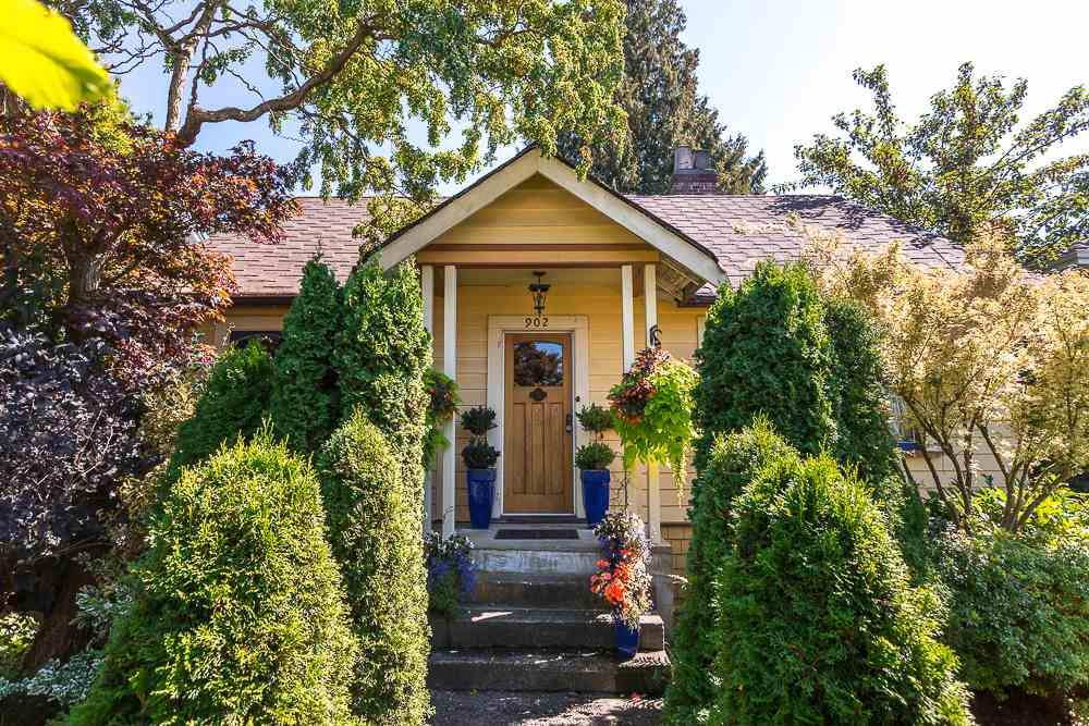 "Main Photo: 902 EDINBURGH Street in New Westminster: Moody Park House for sale in ""MOODY PARK"" : MLS®# R2103490"