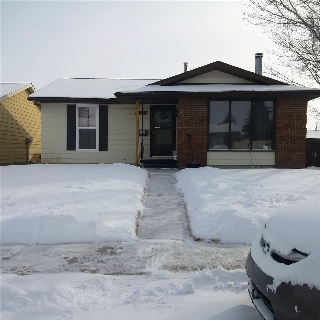 Main Photo: 12263 143 Avenue in Edmonton: Zone 27 House for sale : MLS(r) # E4053764