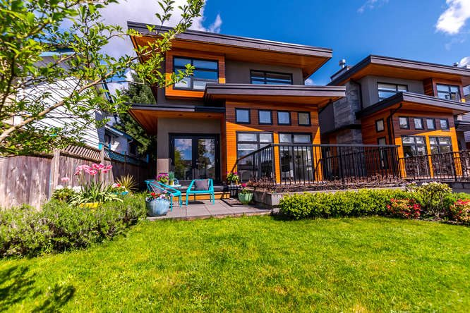 Main Photo: 1 252 E 19TH Street in North Vancouver: Central Lonsdale House 1/2 Duplex for sale : MLS® # R2164098
