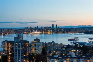 Main Photo: 1403 111 E 13TH STREET in North Vancouver: Central Lonsdale Condo for sale : MLS® # R2162335