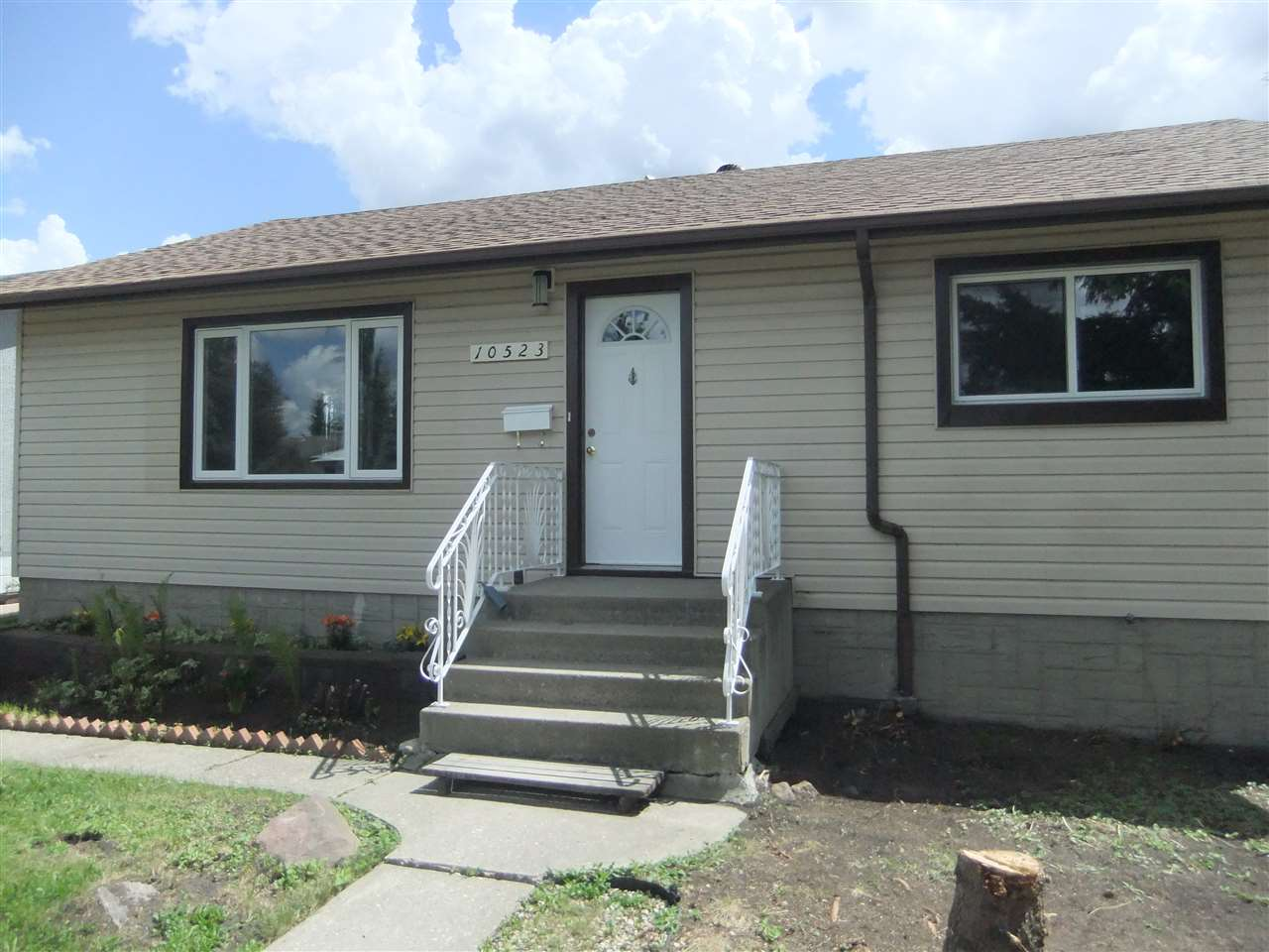 Main Photo: 10523 40 Street NW in Edmonton: Zone 19 House for sale : MLS® # E4069760