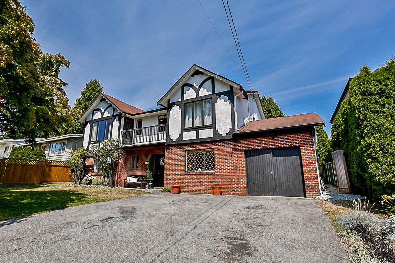 "Main Photo: 13777 COLDICUTT Avenue: White Rock House for sale in ""West Side/White Rock"" (South Surrey White Rock)  : MLS(r) # R2189212"