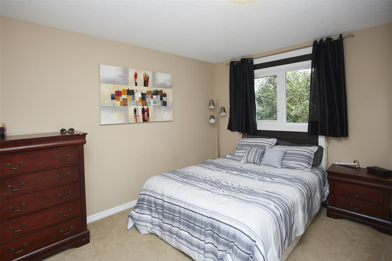 Photo 11: 59 AMHERST Crescent: St. Albert House for sale : MLS® # E4074854