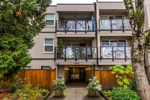 Main Photo: 212 1440 E Broadway Avenue in Vancouver: Grandview VE Condo  (Vancouver East)  : MLS® # R2229641