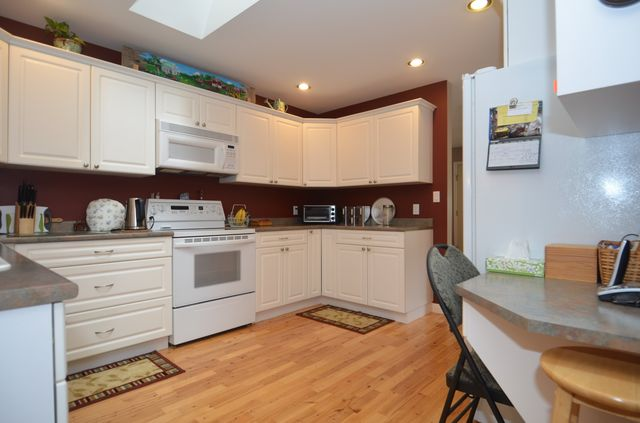 Photo 8: Photos: 3555 HIDDEN OAKS CRESCENT in COBBLE HILL: House for sale : MLS® # 362137