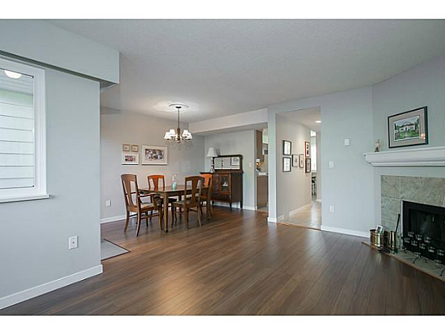 "Photo 3: 47 4800 TRIMARAN Drive in Richmond: Steveston South Townhouse for sale in ""BIRCHWOOD ESTATES"" : MLS(r) # V1047659"