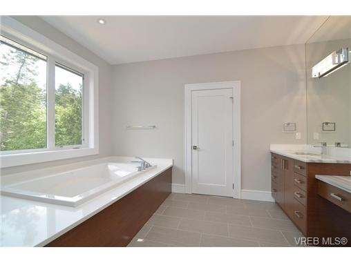 Photo 15: 111 Parsons Road in VICTORIA: VR Six Mile Single Family Detached for sale (View Royal)  : MLS® # 343219