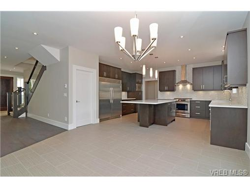 Photo 6: 111 Parsons Road in VICTORIA: VR Six Mile Single Family Detached for sale (View Royal)  : MLS® # 343219
