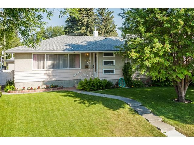 Main Photo: 116 BENNETT Crescent NW in Calgary: Brentwood_Calg House for sale : MLS®# C4021551
