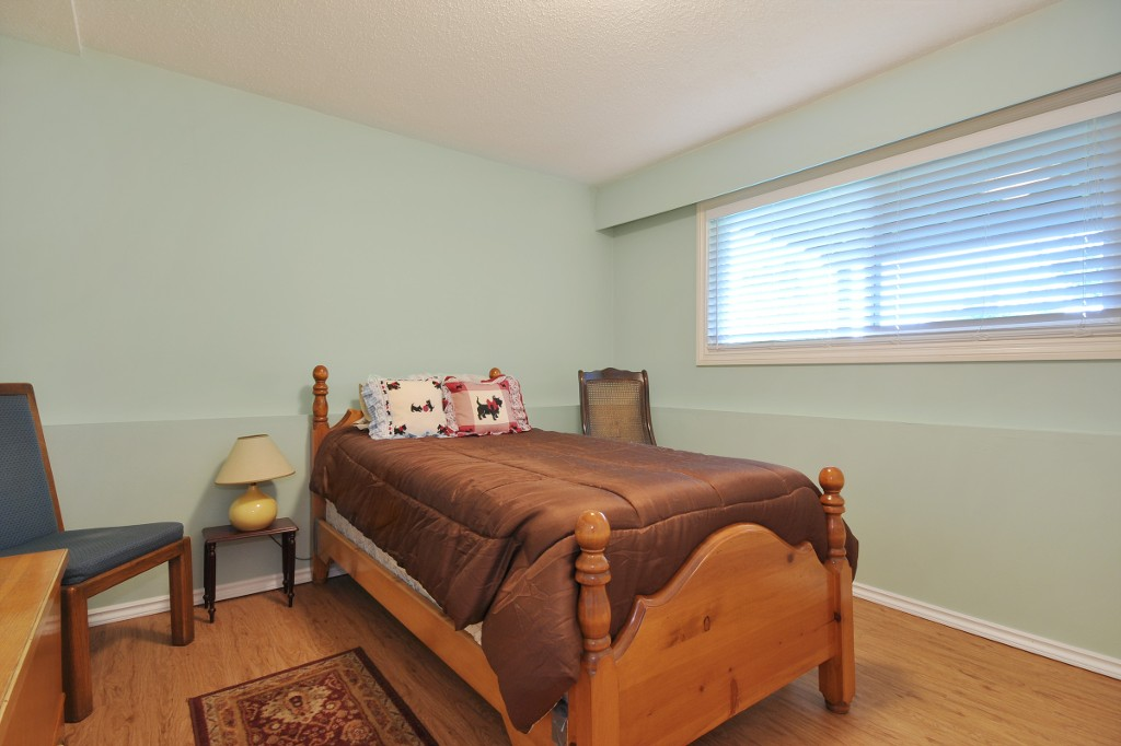 Photo 15: 3818 CHADSEY Crescent in Abbotsford: Central Abbotsford House for sale : MLS® # R2009421