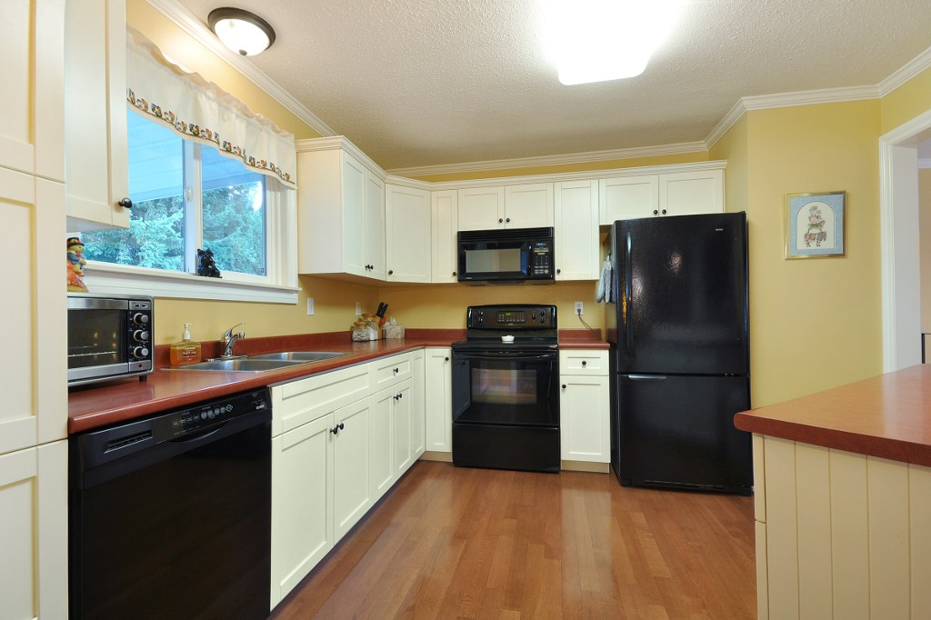 Photo 4: 3818 CHADSEY Crescent in Abbotsford: Central Abbotsford House for sale : MLS® # R2009421