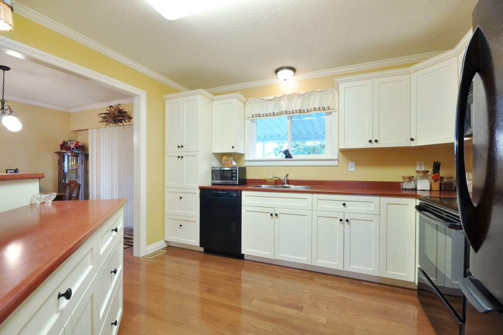 Photo 5: 3818 CHADSEY Crescent in Abbotsford: Central Abbotsford House for sale : MLS® # R2009421