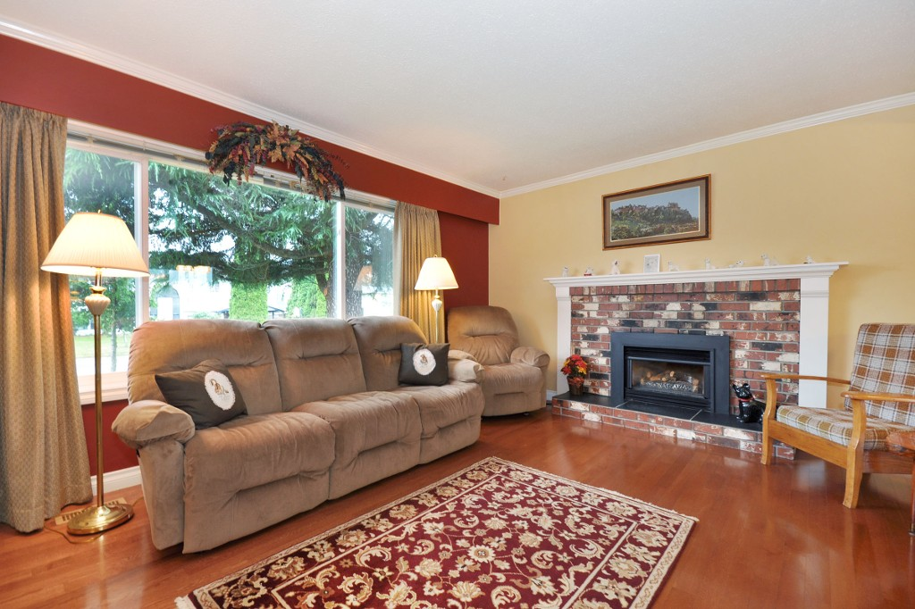 Photo 2: 3818 CHADSEY Crescent in Abbotsford: Central Abbotsford House for sale : MLS® # R2009421