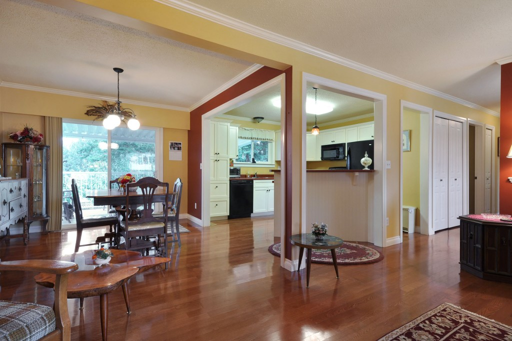 Photo 3: 3818 CHADSEY Crescent in Abbotsford: Central Abbotsford House for sale : MLS® # R2009421