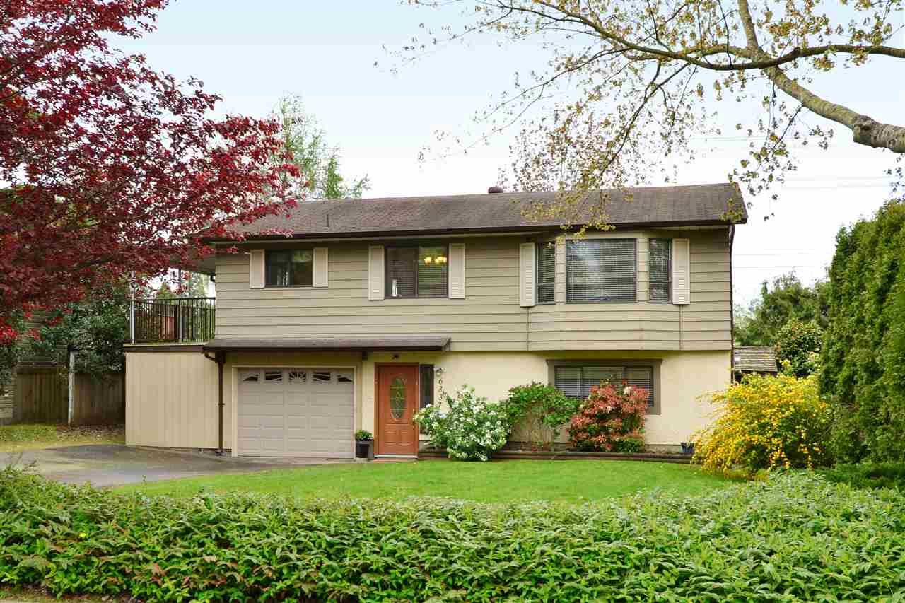 "Main Photo: 6337 SUNDANCE Drive in Surrey: Cloverdale BC House for sale in ""Cloverdale"" (Cloverdale)  : MLS® # R2056445"