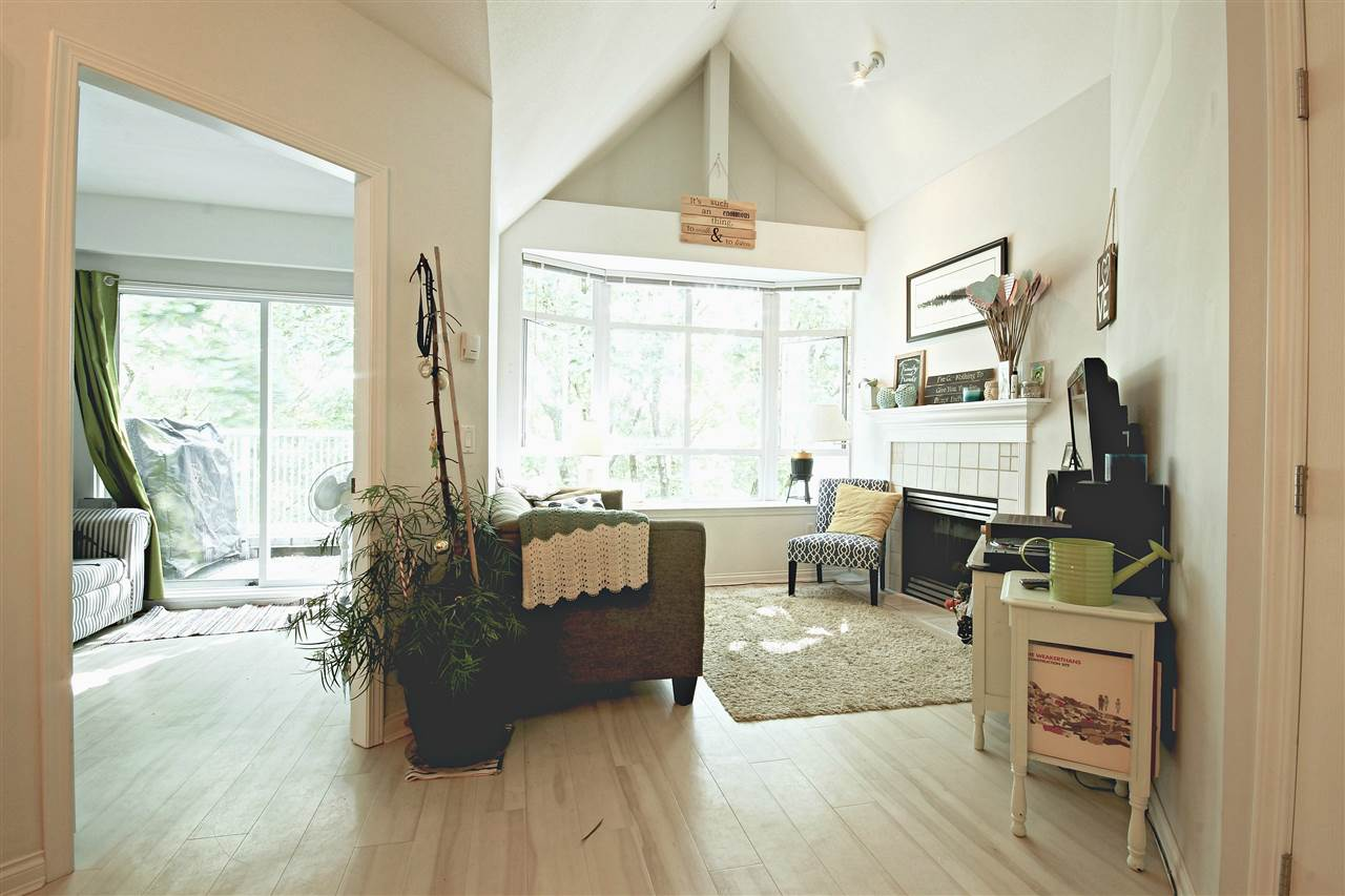 "Photo 3: 409 2755 MAPLE Street in Vancouver: Kitsilano Condo for sale in ""DAVENPORT LANE"" (Vancouver West)  : MLS® # R2069403"