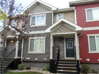 Main Photo: 32 675 ALBANY Way NW in Edmonton: Zone 27 Townhouse for sale : MLS(r) # E4035110