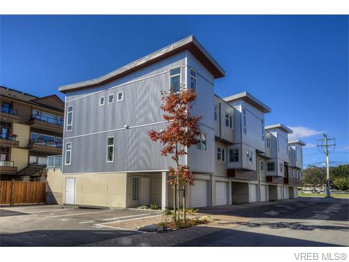 Photo 2: 114 2737 Jacklin Road in VICTORIA: La Langford Proper Townhouse for sale (Langford)  : MLS® # 370985